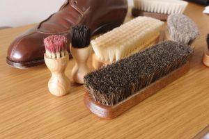 ブラシ別に解説!靴の手入れ用ブラシは洗うべき?洗い方は?