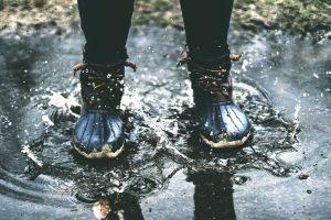 革靴が雨に濡れた!正しい乾かし方と雨染みの消し方・予防