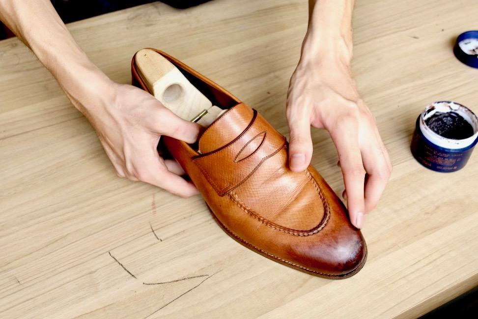 茶色の革靴の手入れを解説!アンティーク仕上げで色に深みを出す