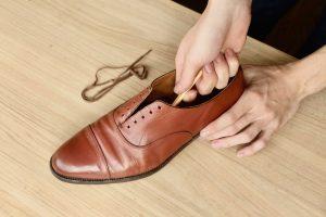 【簡単 5 分】革靴の内側を手入れして革靴を気持ちよく履く!